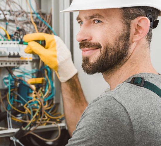 elektryk-praca-550x498 home praca w niemczech