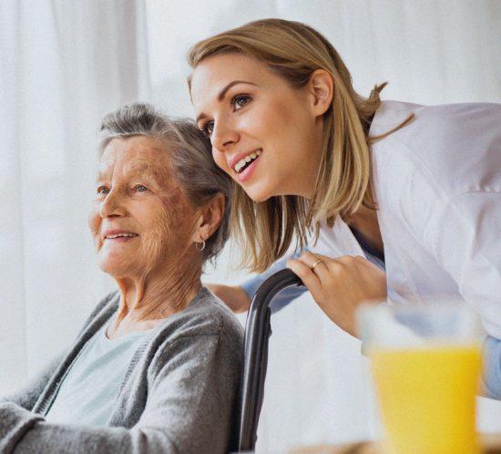 foto-opiekunka-osob-starszych-oferta-550x498 home praca w niemczech